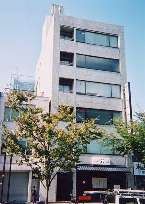 「国際センター」駅から徒歩2分 19.26坪のビルです