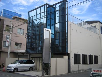 「新栄町」駅から徒歩12分 158.31坪のビルです