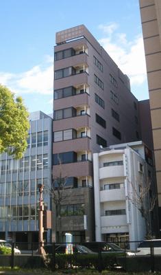 「丸の内」駅から徒歩1分 17.03坪のビルです
