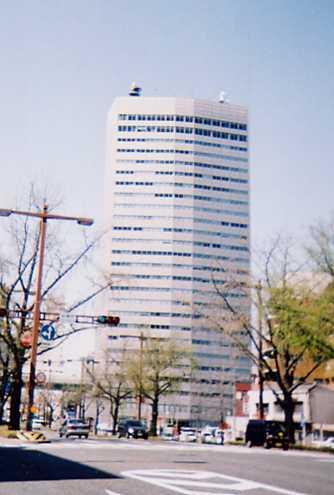 「国際センター」駅から徒歩1分 306.04坪のビルです