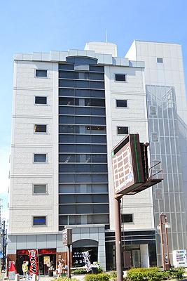 「国際センター」駅から徒歩1分 83.54坪のビルです