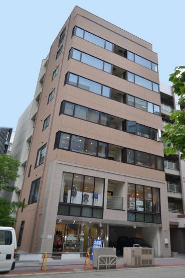 「栄」駅から徒歩8分 30.50坪のビルです